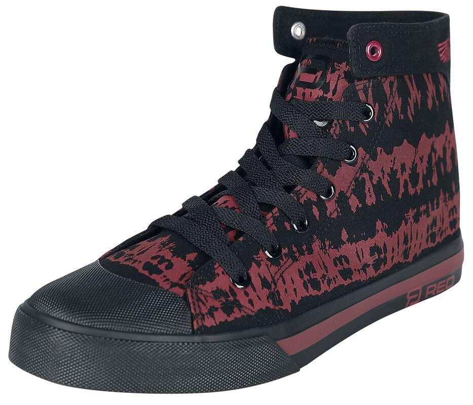 Röd/svarta sneakers i batikstil